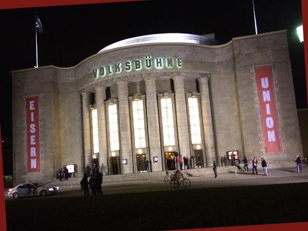Die Volksbühne mit Union-Plakaten (©Anne Schüchner)