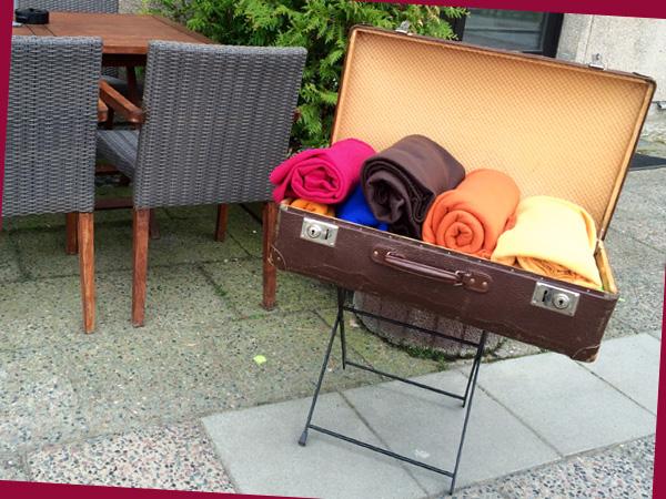 Koffer mit Decken (© Anne Schüchner)