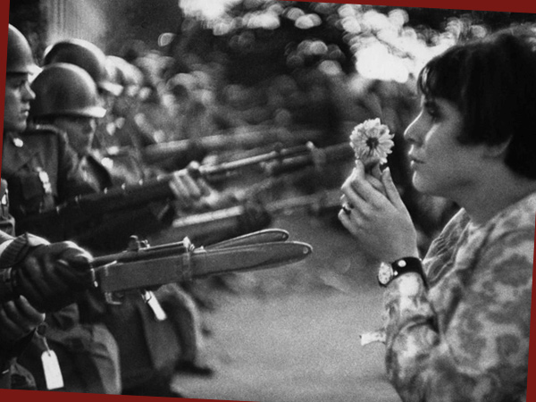 Blumenmädchen, 1967 (© Marc Riboud)