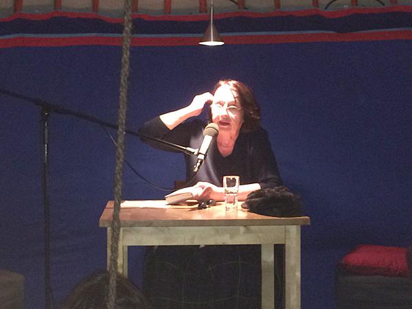"""Hier liest Katja Lange-Müller aus ihrem Roman """"Drehtür"""" (Foto: AS)"""