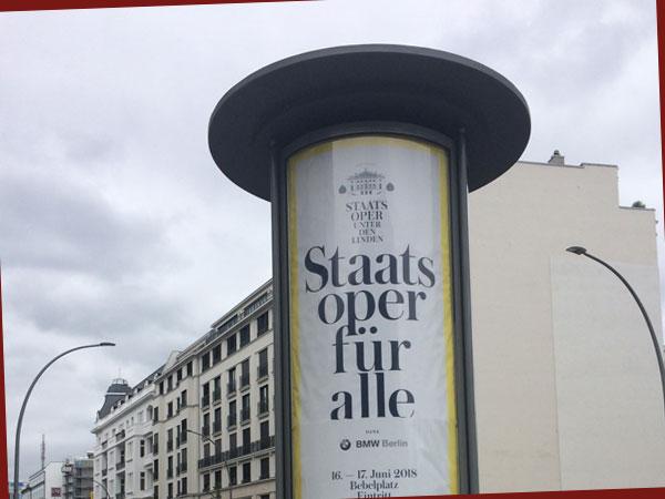 Litfasssäule mit Staatsoper für alle-Plakat (Foto: Anne Schüchner)