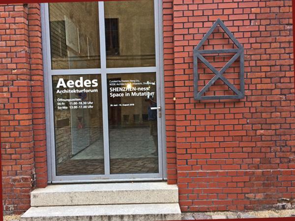 Eingangstür Aedes (Foto: Anne Schüchner)