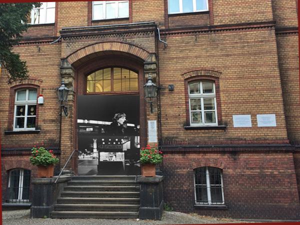 Haus am Kleistpark, Eingang (Montage: Anne Schüchner)