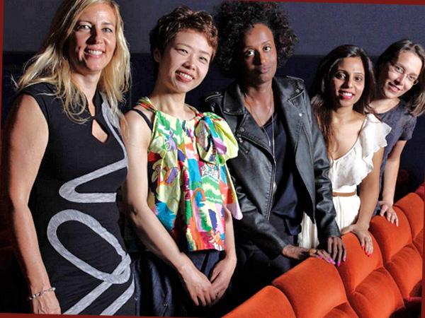 V.l.n.r. Regisseurin Barbara Miller, Hauptdarstellerinnen Rokudenashiko, Leyla Hussein, Vithika Yadav, Doris Wagner (Foto: x-verleih)