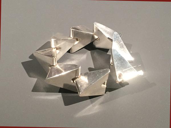 Dreieickarmband von Knudsen (Foto: AS)