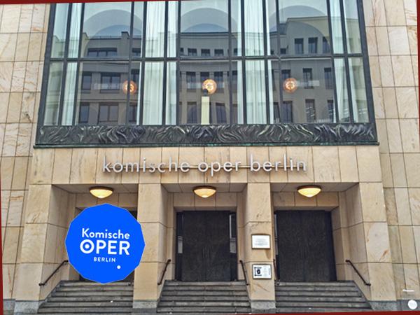 Eingang Komische Oper (Foto: Anne Schüchner)