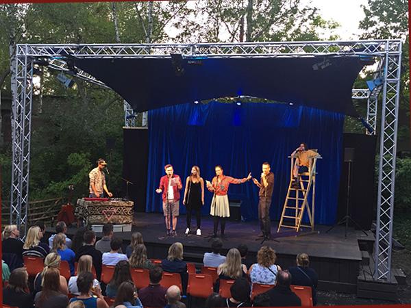 Ortwin Bader-Iskraut, Marie Radkiewicz, Jessy James, Daniel Hoth (vlnr) auf der Bühne (Fotocollage: Anne Schüchner)
