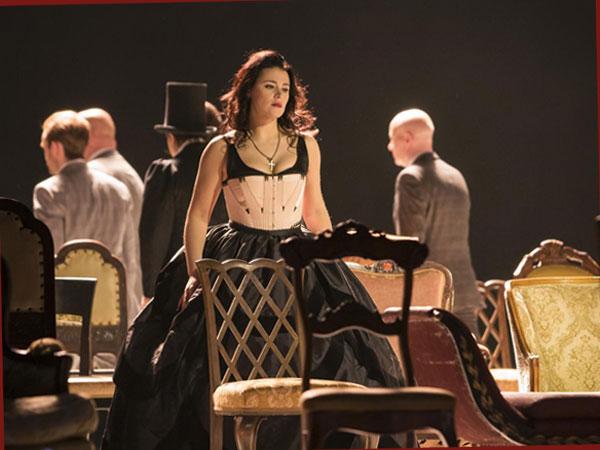 Szene aus 'La Traviata' (Foto: Komische Oper/Iko Freese)