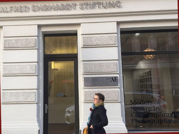 Eingang der Alfred Ehrhardt Stiftung (Foto: Anne Schüchner)