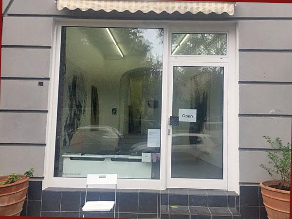 Eingang zur Galerie Lörcher (Foto: Anne Schüchner)