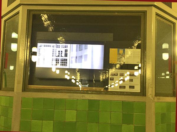 Screen im U-Bahnhof Märkische Museum (Foto: Anne Schüchner)