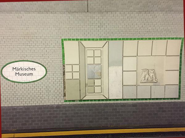 Wandbild im U-Bahnhof Märkische Museum (Foto: Anne Schüchner)